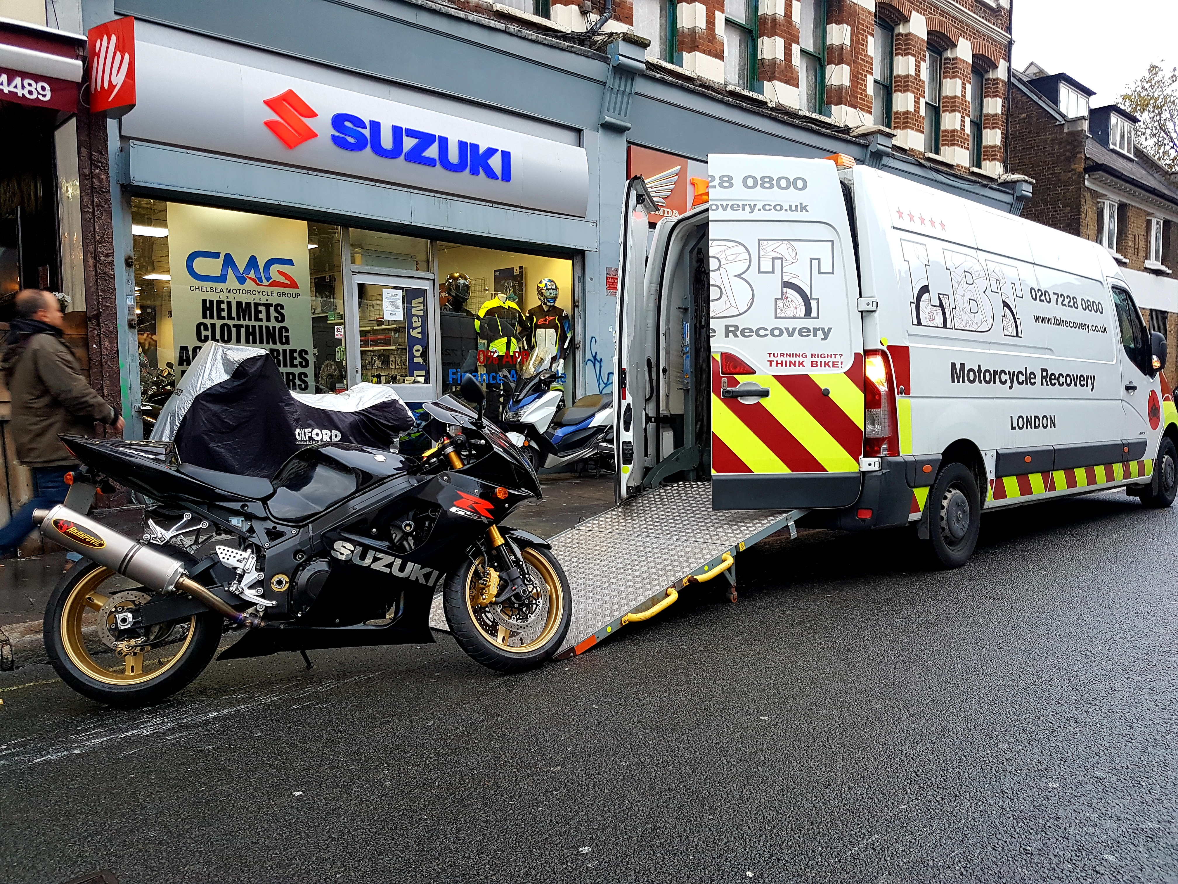 Susuki shop with bike being loaded | LBT Motorcycle Recovery
